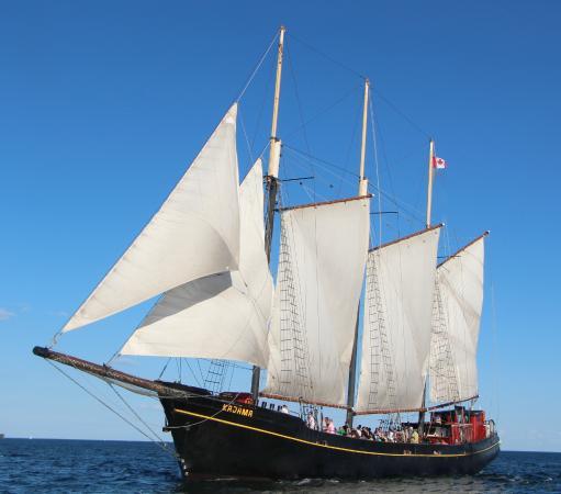 Tallship Cruises : Tal Ship Kajama under Full sail