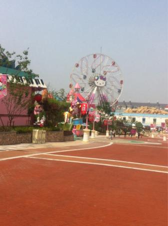 Anji County, Kina: Hello kitty theme park.