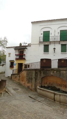 Hotel Ronda: vista frontal e entorno