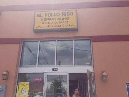 El Pollo Rico: Entrance