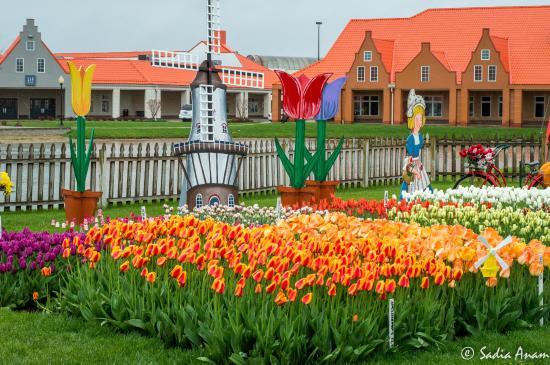 Walkway picture of nelis 39 dutch village holland for Amusement park netherlands