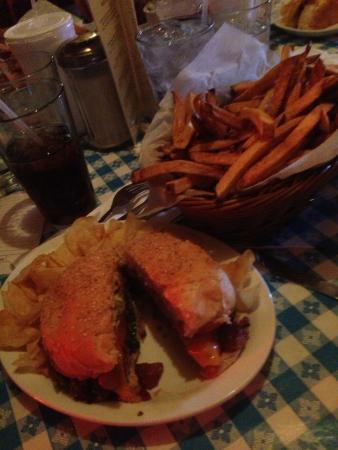 Hugo's Restaurant : Bacon cheeseburger at Hugo's in Fayetteville