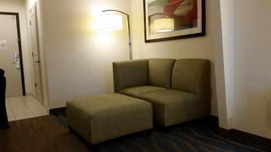 Holiday Inn Kemah (near boardwalk): lounge area next to the bedroom