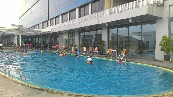 Area Kolam Renang Picture Of Swiss Belhotel Cirebon Cirebon