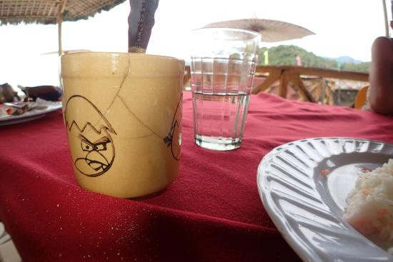 Palangan Bayview Beach Resort: Also mug cracks (most of them have cracks)