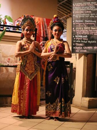Santai Hotel Bali: Balinese dance show