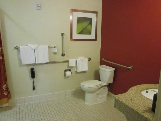 Courtyard Clarksville: accessible bathroom
