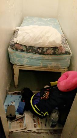 HI Ottawa Jail Hostel: extra space of your cell. There's no hook so you have to leave everything on the floor.