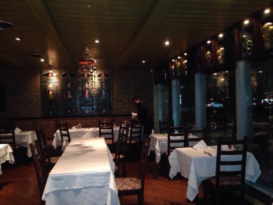 Moghel Tandoori, restaurant assez agréable. Très bon accueil. Très calme . Familiale par excelle