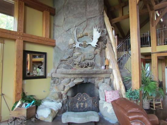 Sandpoint, Айдахо: One of the fire places