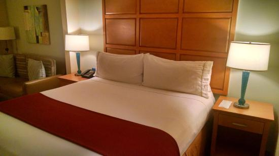 Holiday Inn Express Hotel & Suites: Beds