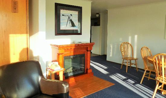 Windjammer Condominiums: Living room with gas fireplace