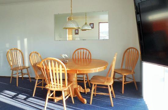 Windjammer Condominiums: Dining room