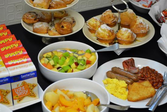retro motel the ambassador hotel breakfast buffet at retrospect cafebargrill - Buffet Retro Cuisine