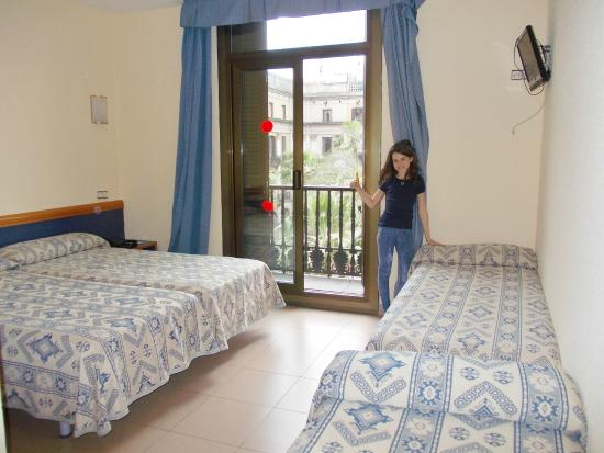 camera semplice picture of roma reial hotel barcelona tripadvisor rh tripadvisor co za