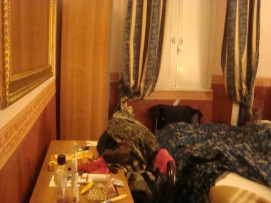 Hotel Lazzari: Rommelige impressie van de kamer