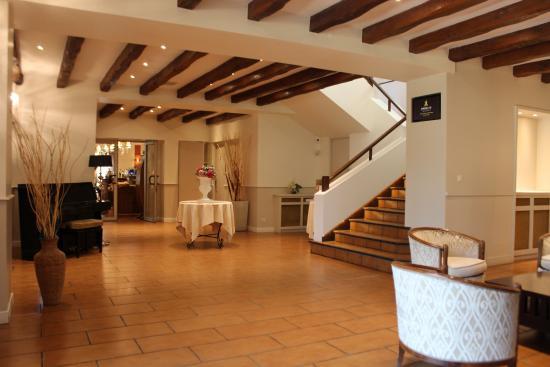 Les-Loges-en-Josas, France: Hall Restaurant