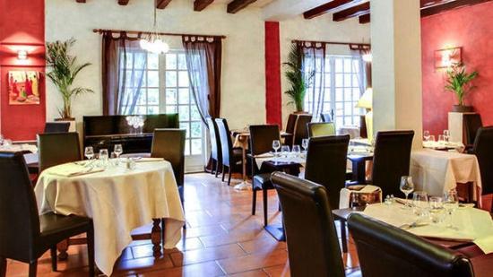 Les-Loges-en-Josas, France: Salle Restaurant