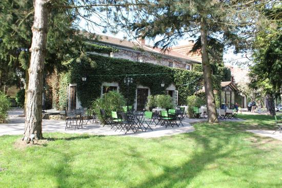 Les-Loges-en-Josas, France: Terrasse Restaurant