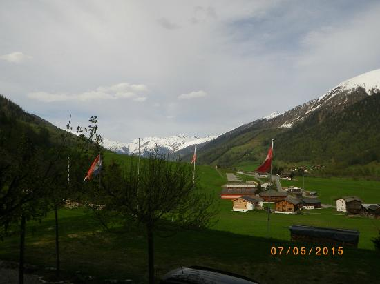 Hotel Restaurant Walliser Sonne: Mix countryside and mountains