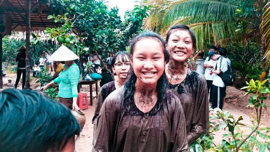 Ben Tre Province, Vietnam: tát mương bắt cá
