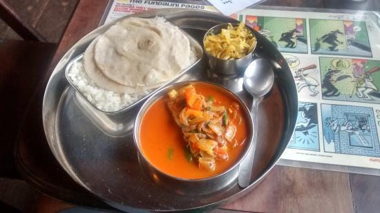 Loafer's Corner cafe: my fish thali :-(