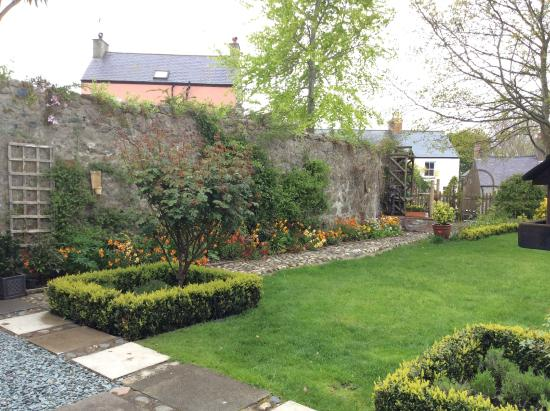 Churchbank Bed and Breakfast: Garden from house
