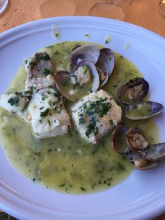 CHEZ MARGOT : merlu de ligne aux palourdes en sauce verte (enfin la moitié car j'ai partagé avec madame...)