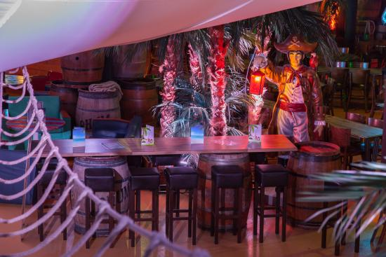 Espace ap ritif convivial photo de restaurant pirates for Diner convivial