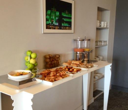 buffet - Picture of Hotel Key Largo, Bandol - TripAdvisor