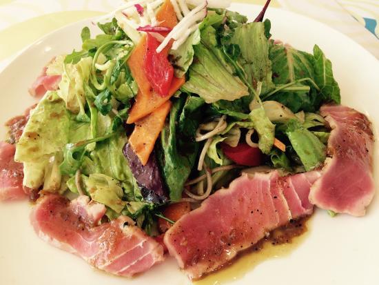 Giraffe Noodle Bar : Seared tuna salad with soba noodles, very tasty!