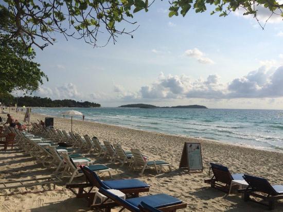 Chaweng Beachcomber: Шезлонги на пляже бесплатные