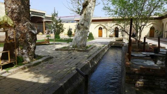 Margilan, Uzbekistan: Внутренний двор медресе