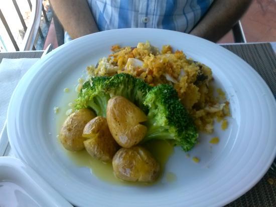 O Alcaide: Bacalhau com Broa, Batata assada e Bróculos