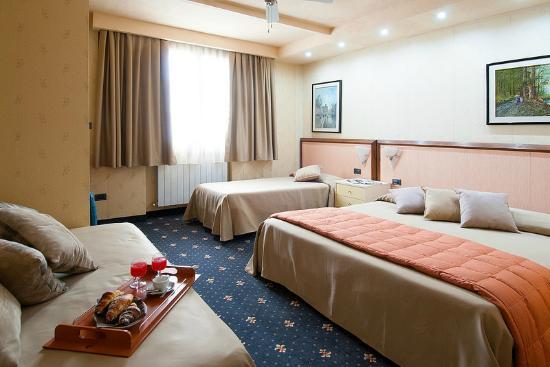 Hotel Antica Badia: camera quadrupla