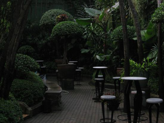 Babylon Bangkok: Pool Bar