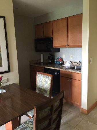 Homewood Suites by Hilton Mobile-East Bay-Daphne: kitchen area in suite