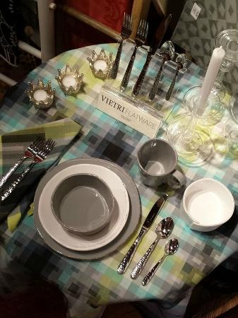 Washington, VA: Vietri dinnerware & flatware