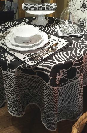 Washington, VA: Italian dinnerware & French table linens