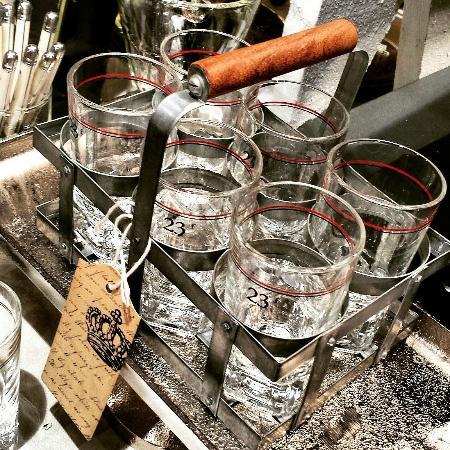 Washington, VA: Drinking glasses in zinc carrier
