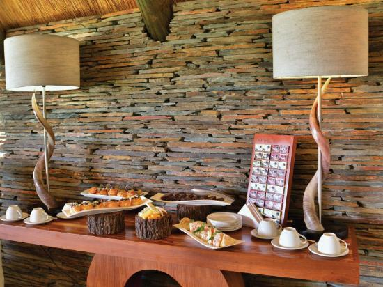 Victoria Falls Safari Club : Complimentary High Tea is served daily