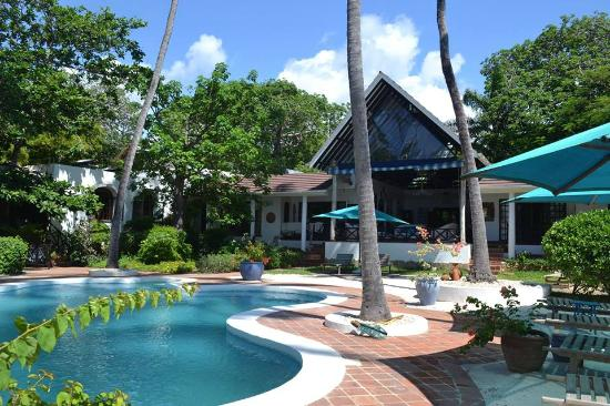 Diani Blue: Pool area