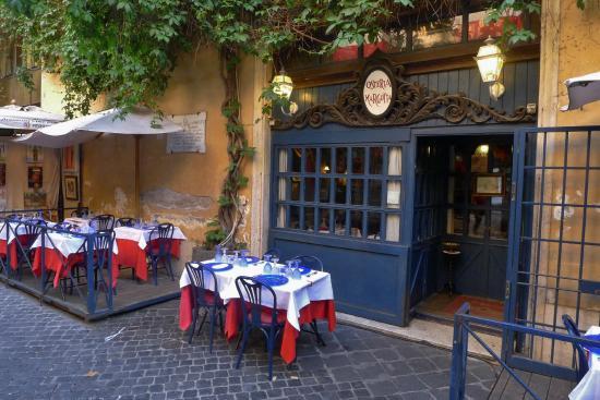 Villa novella parigini 53b picture of via margutta for Margutta 19 luxury hotel 00187 roma italy
