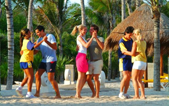 Iberostar Paraiso Lindo: Dancing