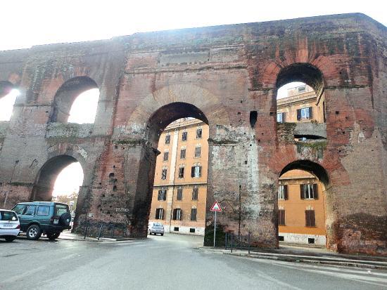 Market vendor picture of porta portese rome tripadvisor - Porta portese roma case ...