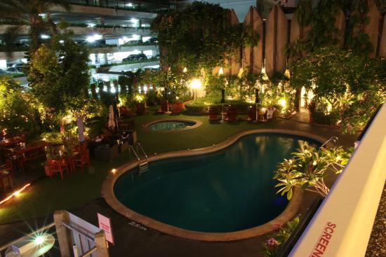 โรงแรมตวันนา: Вид на территорию отеля вечером