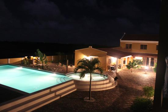 Wanapa Lodge by night