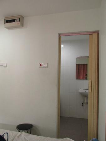 The Small Inn : toilet and wash room