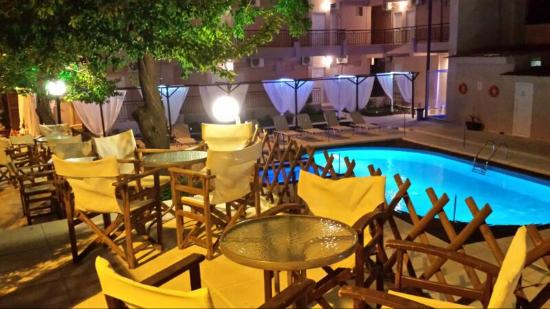 Metamorfosi, Greece: Pool Bar by Night 2015