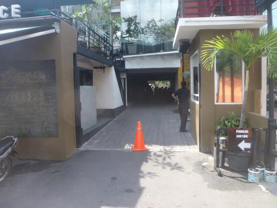 main entrance picture of simpang lima residence semarang rh tripadvisor co za simpang lima residence kota semarang jawa tengah 50134 simpang lima residence semarang city central java